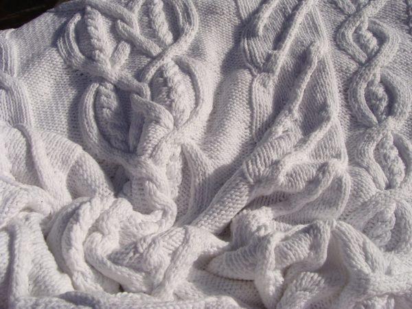 Plaid irlandais blanc, 100% coton, blanc mat, tricoté main. pièce unique. Création originale La Malle au Coton. M1