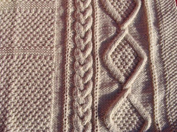 Couverture bébé en coton bio. Tricot irlandais. Création originale : La Malle au Coton. V4