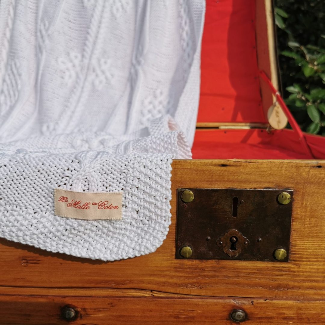 Malle ancienne restaurée. Etole femme 100% coton. Tricot irlandais fait main. Création et restauration La Malle au Coton -X7