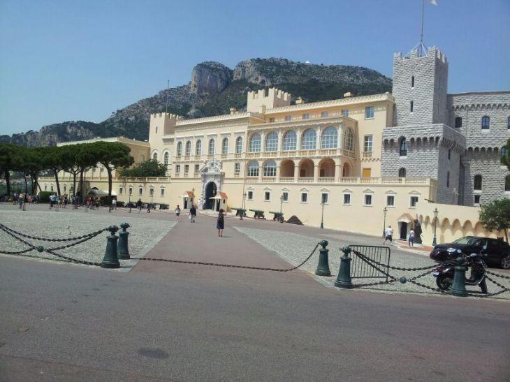 Castillo-Monaco - La mama fa el que pot