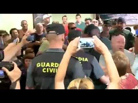 El perro del Alcalde de Villarejos es expulsado del pleno entre empujones e insultos, la guardia civil tuvo que intervenir
