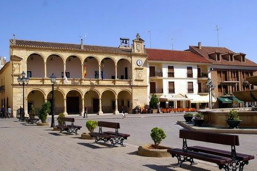El Ayuntamiento de Villarrobledo cobrará 1 € por sentarse en los bancos de la plaza