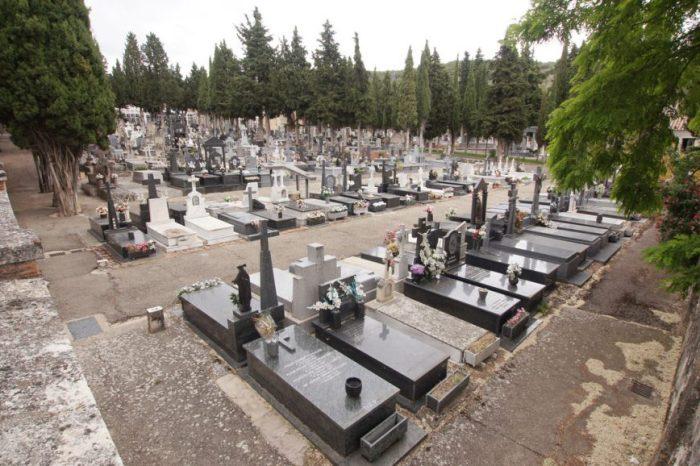 Incineran a un difunto por error y a la viuda le da un infarto en el cementerio de Alcazar