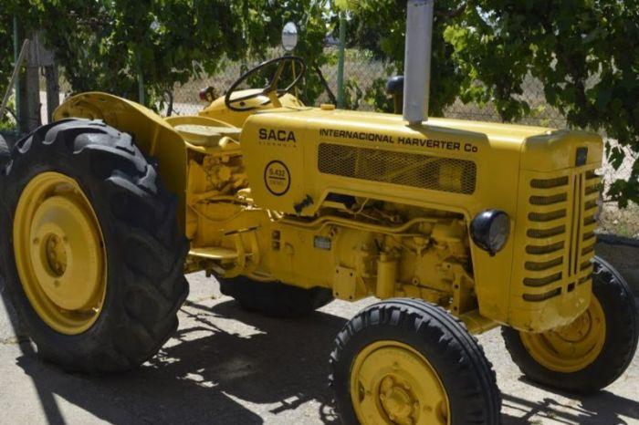La asociación de agricultoras manchegas pide que al tractor se le denomine tractora