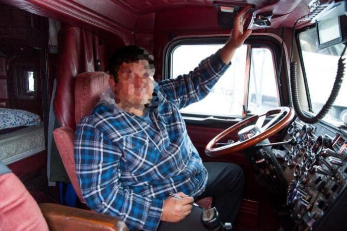 A un camionero de La Mancha le explota la tripa y le echa la culpa al palillo de los dientes