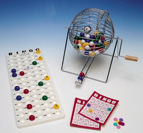 Un grupo de jubiladas de Villarrobledo crea un calendario erótico para conseguir dinero para el bingo
