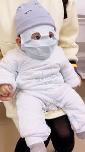 Nace en Tomelloso el primer bebe con mascarilla