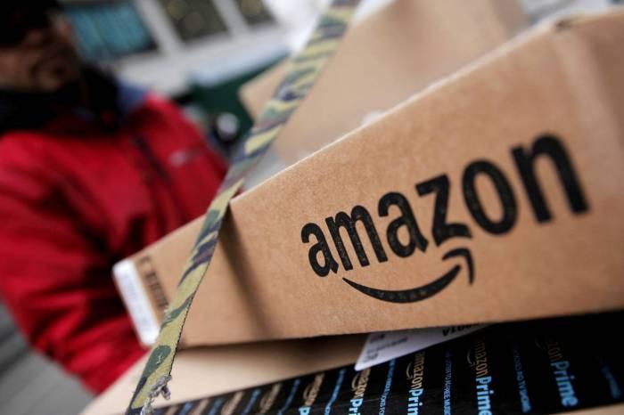 Una mujer de Las Mesas hace una copia de la llave de su casa al vendedor de Amazon