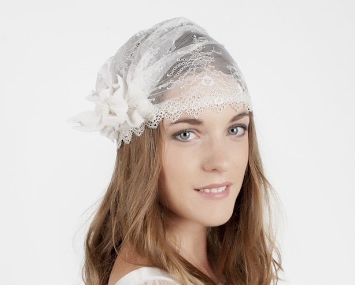 accessoire-de-mariage-bonnet-dentelle-chantilly-fleur-720x577_c