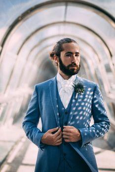 1_13_romantique_couple_4_looks_sidneyonthemoon_photographe_chrisvonmartial_robe_mariee_costume_paris_wedding_web