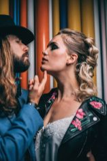 4_10_rock_couple_4_looks_sidneyonthemoon_photographe_chrisvonmartial_robe_mariee_costume_paris_wedding_web
