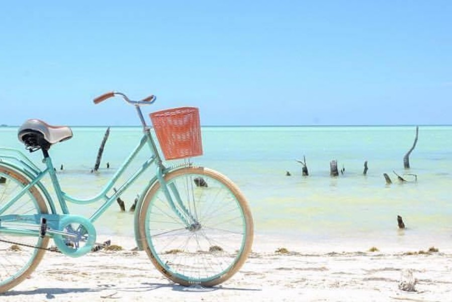 bikes-holbox-bike-on-the-beach