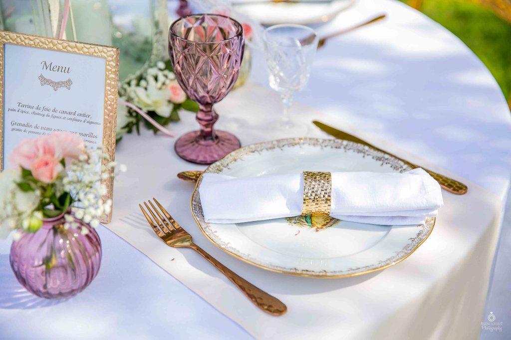 Table de mariage chic violet et rose