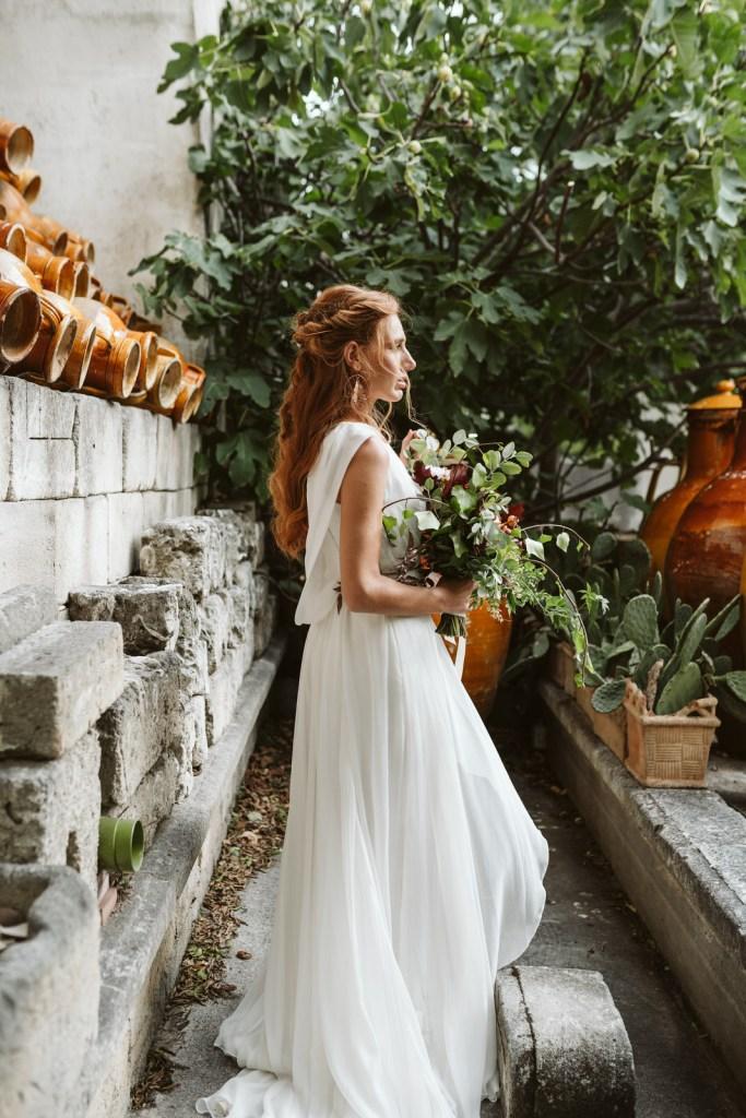 Coiffure de mariage Rome antique couleurs vives