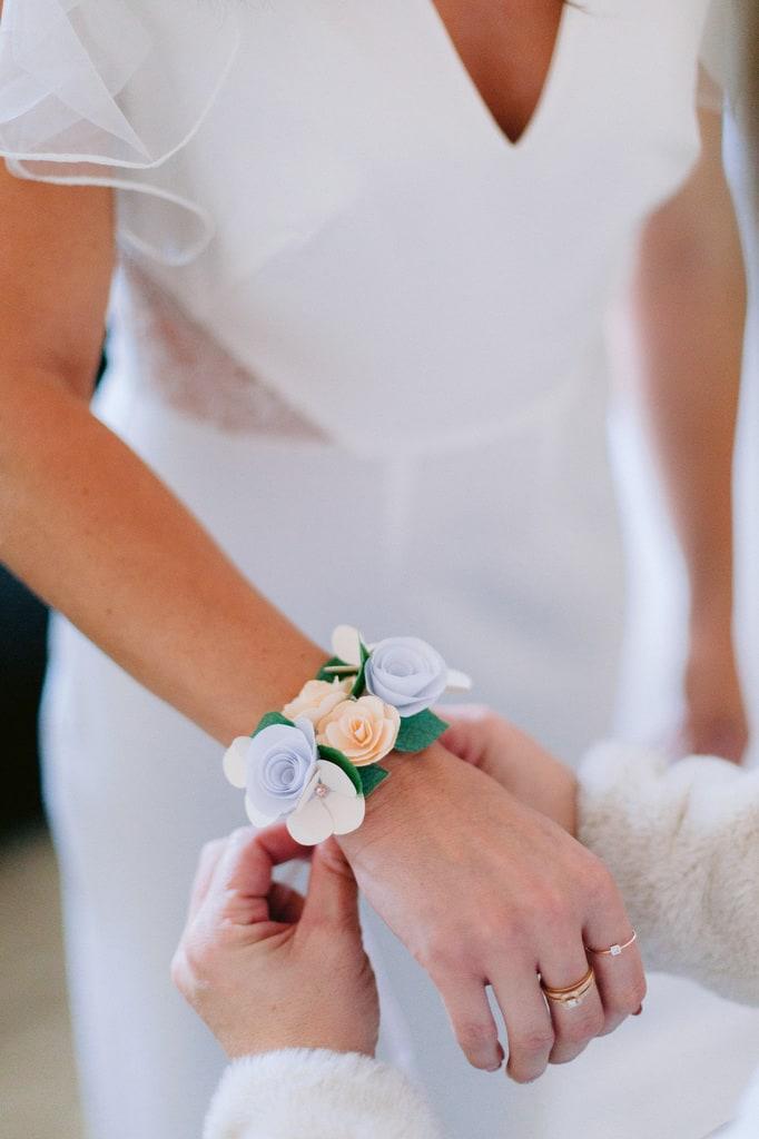 bracelet de fleurs en tissu