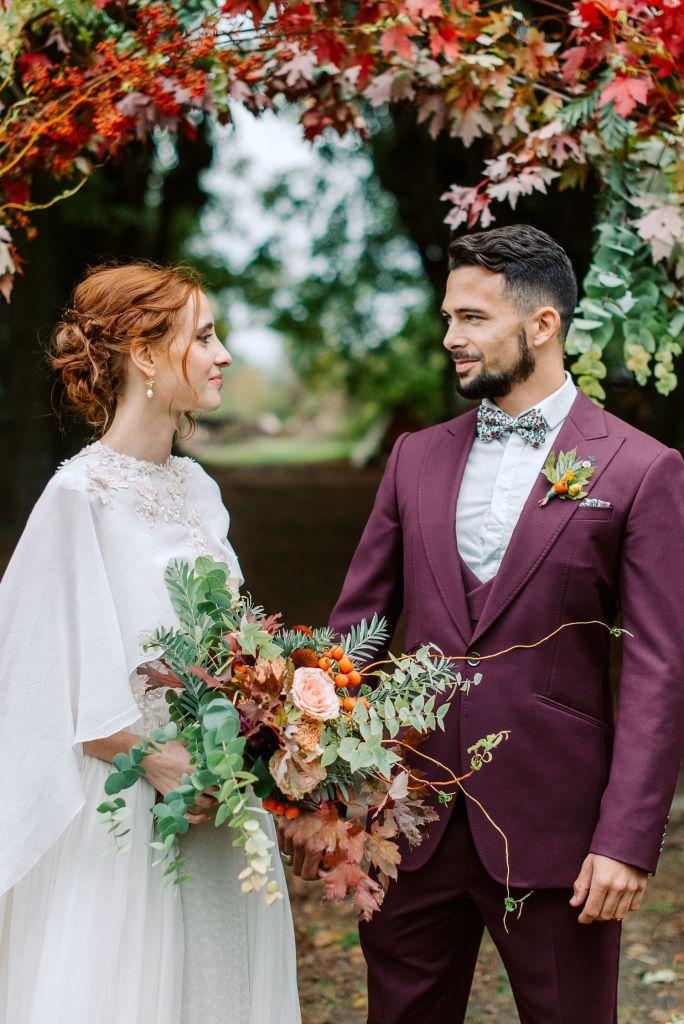 couple de mariée automne