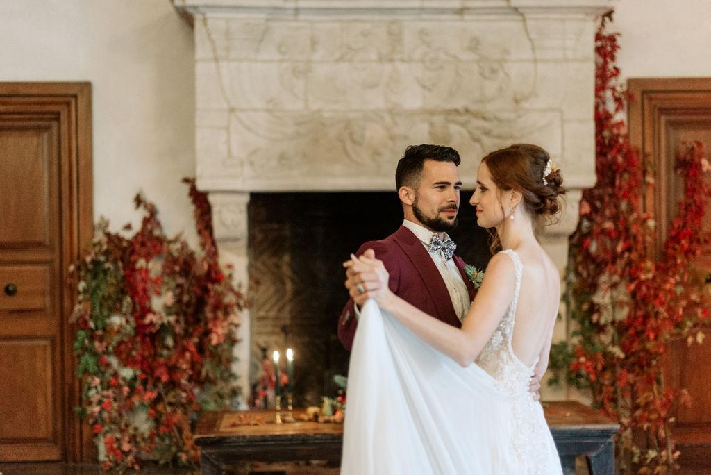 couple de mariés automne