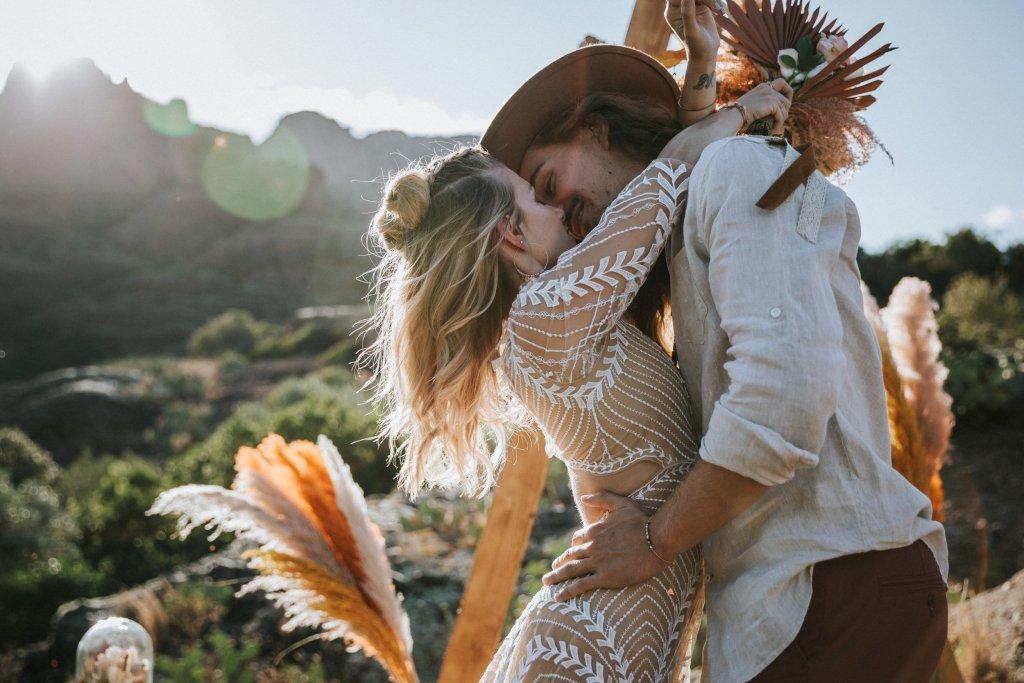 Mariage alternatif Coachella bisous