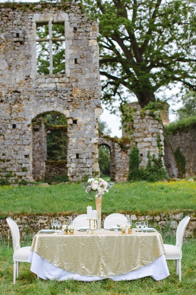 décoration de table de mariage blanc et doré