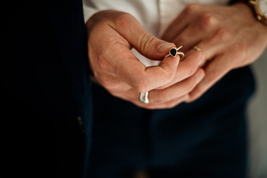 bague de fiançailles et alliances de mariage