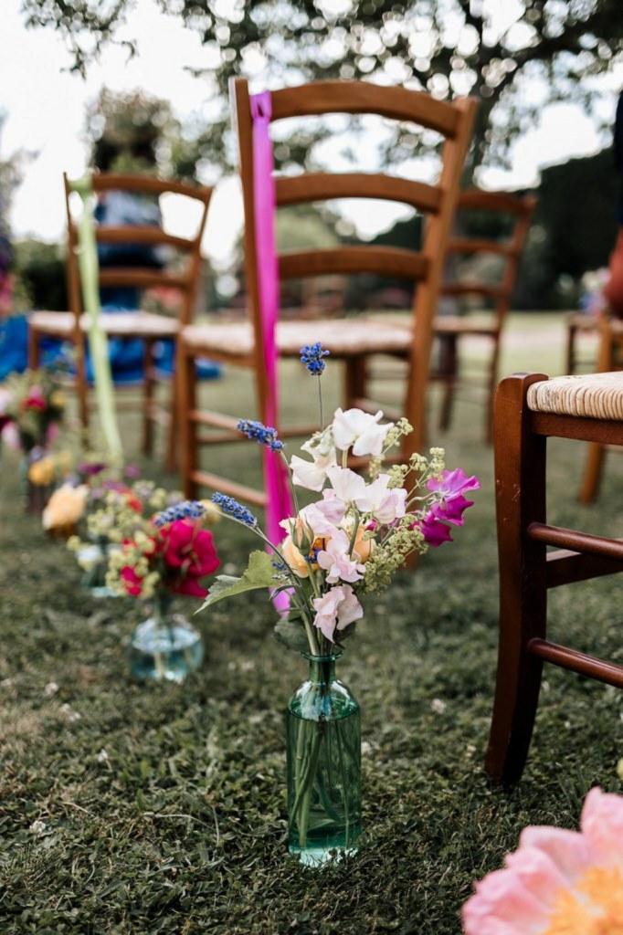 cérémonie laique fleurie et colorée