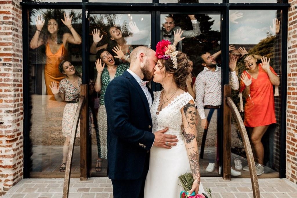 Photo de couple mariage bisous