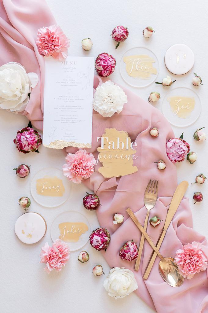papeterie rose pale et blanche