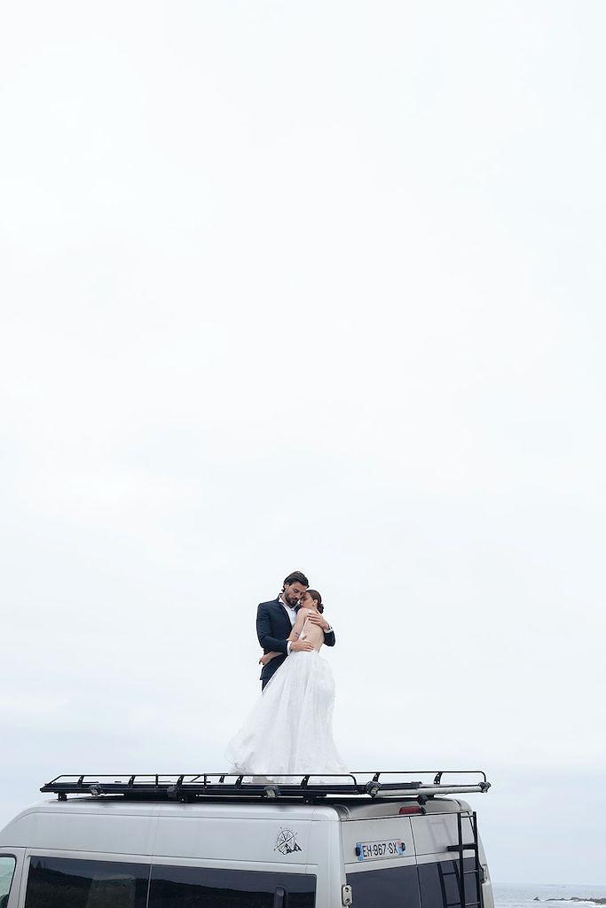 Mariage sur la plage vanlife en Bretagne
