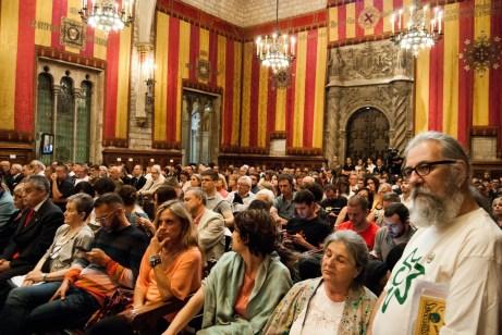 Els convidats al ple, celebrat al Saló de Cent de l'Ajuntament de Barcelona / Judit Valdés