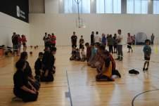 esportistes d'arts marcials fent el seu taller. Fotografia Rafel Vidal