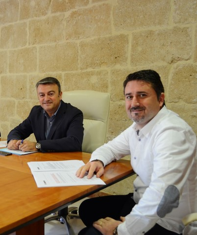 El alcalde, José Chulvi, y el concejal, Juan Luis Cardona.