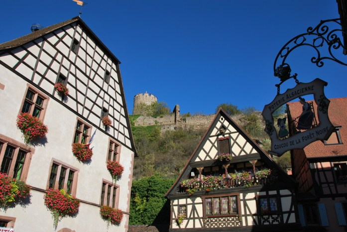 kaysersberg-alsace-village-enseigne-colombages.JPG