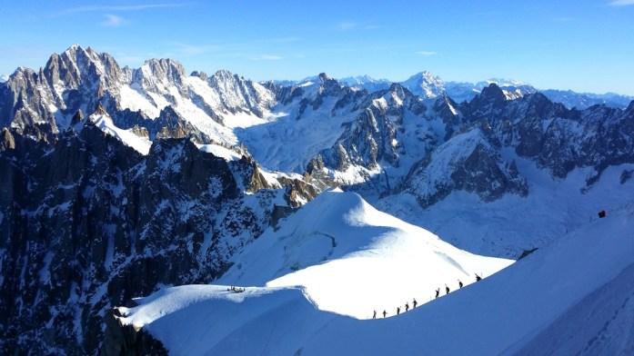Hiver à Chamonix Mont Blanc - descente vers la vallée blanche
