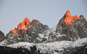 Hiver à Chamonix Mont Blanc - coucher de soleil sur les Aiguilles