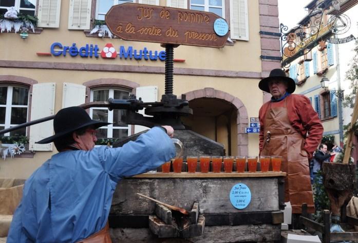 Le marché de Noël médiéval de Ribeauvillé - jus de pomme du pressoir