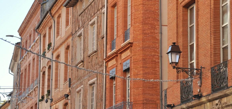 Toulouse - façades en brique de la rue Croix-Baragnon