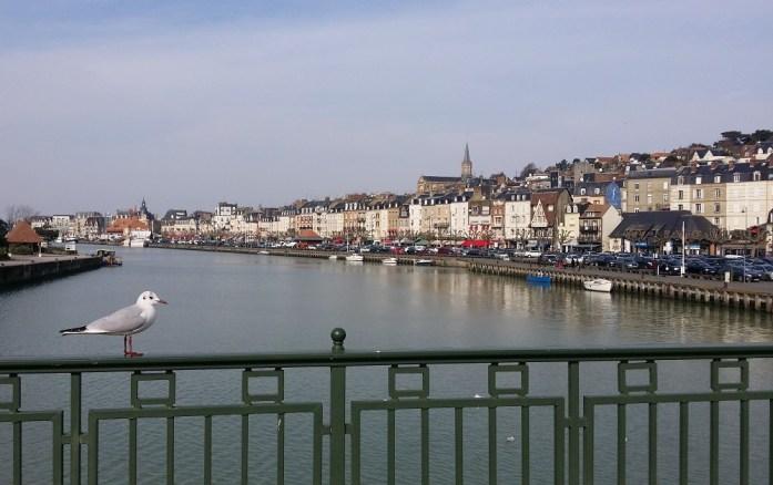 Pont entre Deauville et Trouville