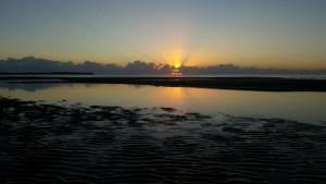 Nouvelle Calédonie - lever de soleil sur la plage de Pouébo
