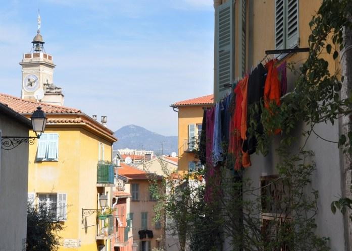 Visiter Nice en un week-end : linge aux fenêtres