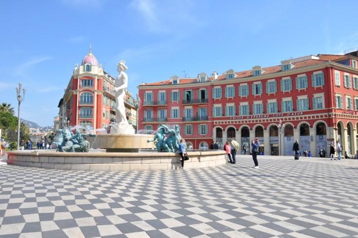 Visiter Nice en un week-end - fontaine de la place Masséna