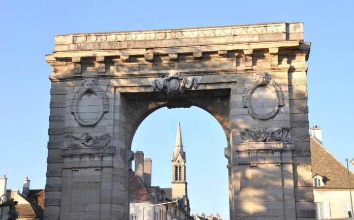 Visiter Beaune - porte Saint Nicolas
