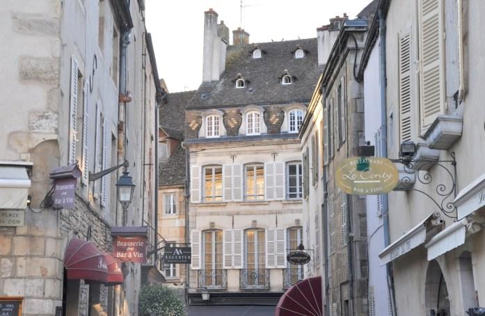 Visiter Beaune - ruelle autour de la place Carnot