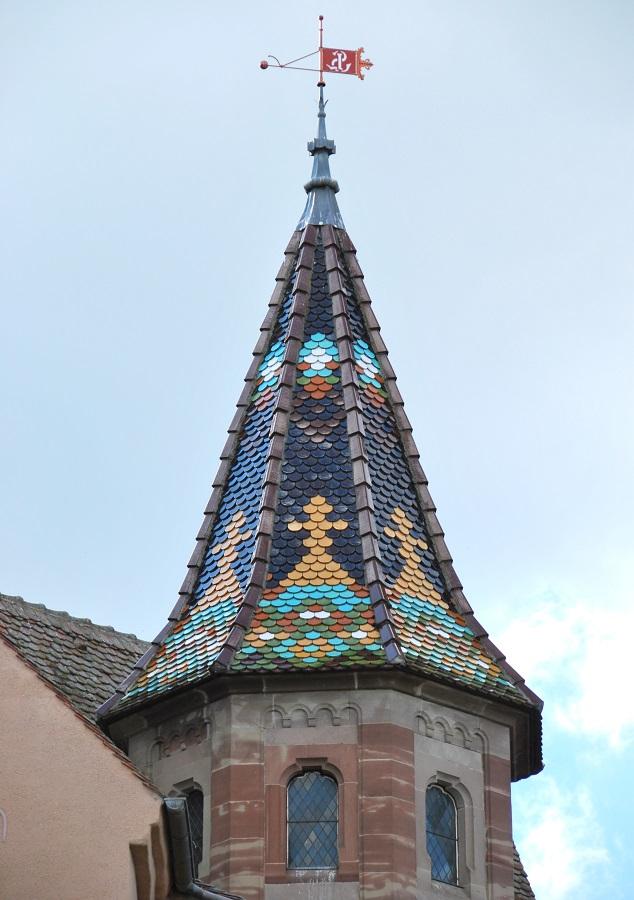 Découvrir Eguisheim en Alsace - clocher