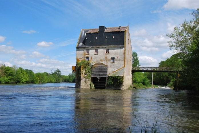 La Loire à vélo - moulin en bord de Cher
