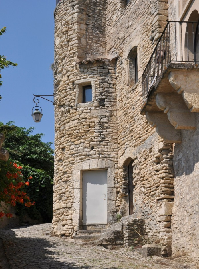 Mur en pierres à Gordes