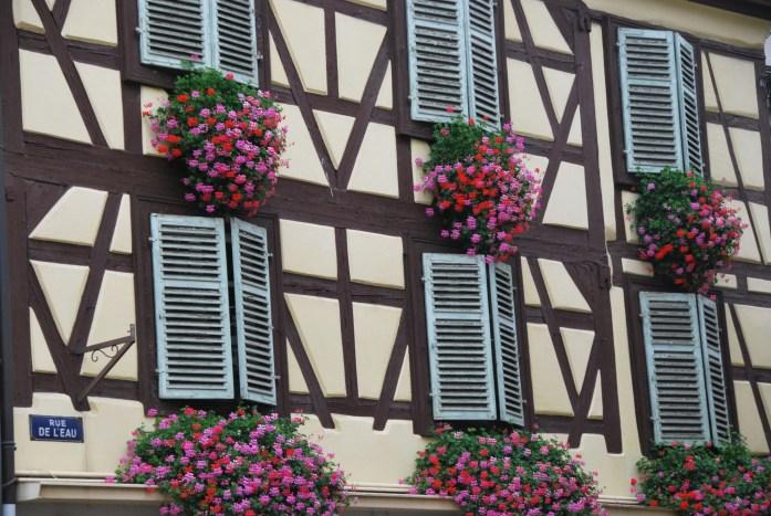 La Marinière en Voyage - géraniums aux fenêtres à Colmar