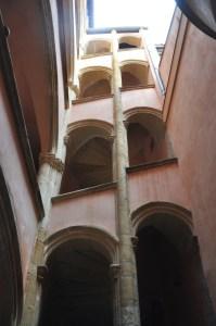 Escalier de traboule dans le Vieux Lyon