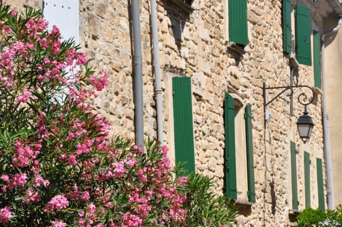 Maisons en pierre à Vénasque