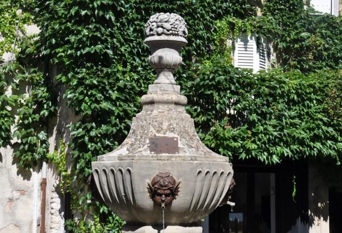 Fontaine à Vénasque