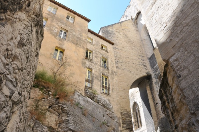 Visiter Avignon et le Palais des Papes en une journée - rue de la Peyrolerie